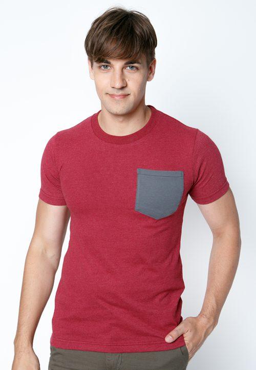 เสื้อยืดผู้ชายสีเลือดหมูกระเป๋าเทา เว็บเสื้อผ้าแฟชั่น MAXTEEN