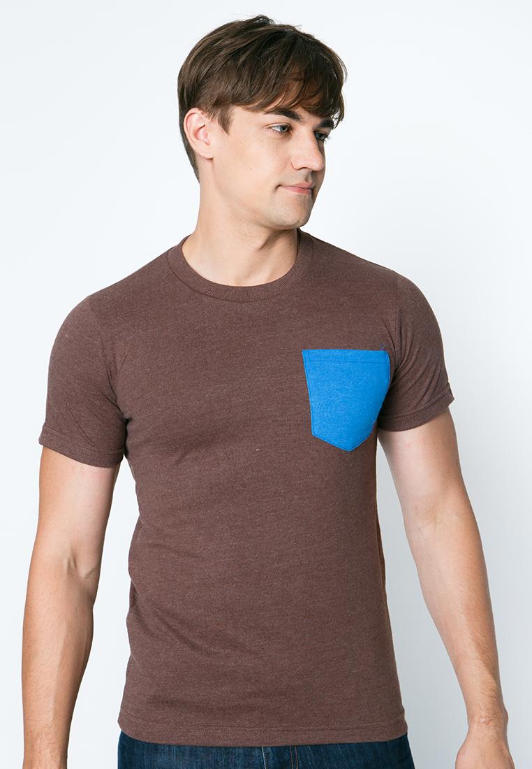 เสื้อยืดผู้ชายสีช็อคโกแลตกระเป๋าน้ำทะเล เว็บเสื้อผ้าแฟชั่น MAXTEEN