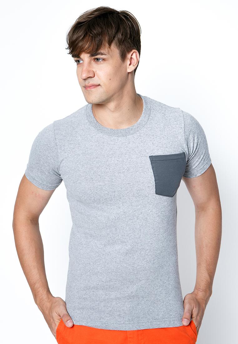 เสื้อยืดผู้ชายสีเทาขาวกระเป๋าซีเมนต์ เว็บเสื้อผ้าแฟชั่น MAXTEEN