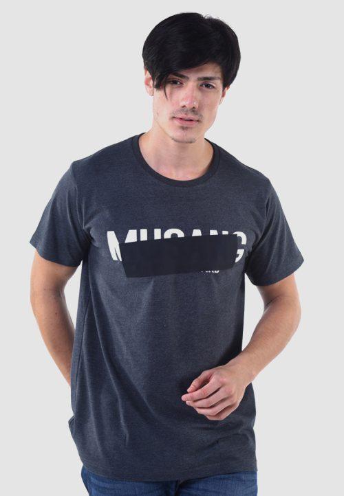เสื้อยืด musang สกรีนดำด้านทับตัวอักษรลูกเล่น แนวอาร์ต ๆ เหมาะกับผู้ที่หลงใหลในความต่าง