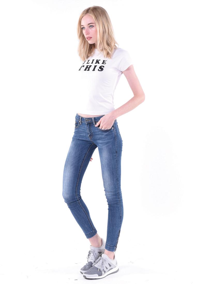 เสื้อยืด T-shirt เอวลอย ปั้มสกรีนสัมผัสไม่หลุดร่อนง่าย ซีรีย์เอวลอยแขนสั้นโชว์ความเซ็กซี่ หนุ่ม ๆ ต้องตาค้างมองเหลียวหลังไปกับสาวมั่นหุ่นดีเช่นคุณ