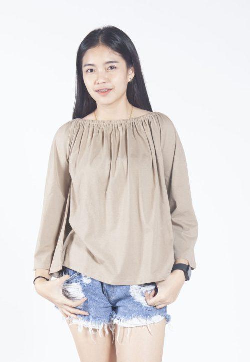 เสื้อเบลาส์ long-sleeves pleated scoop neck (น้ำตาล)