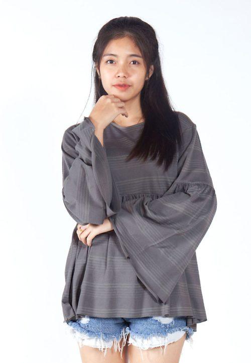 เสื้อเบลาส์ extended Long -Sleeves wide neck (เทาลาย)