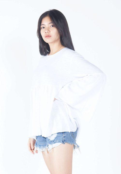 เสื้อเบลาส์ extended Long -Sleeves wide neck (ขาว)