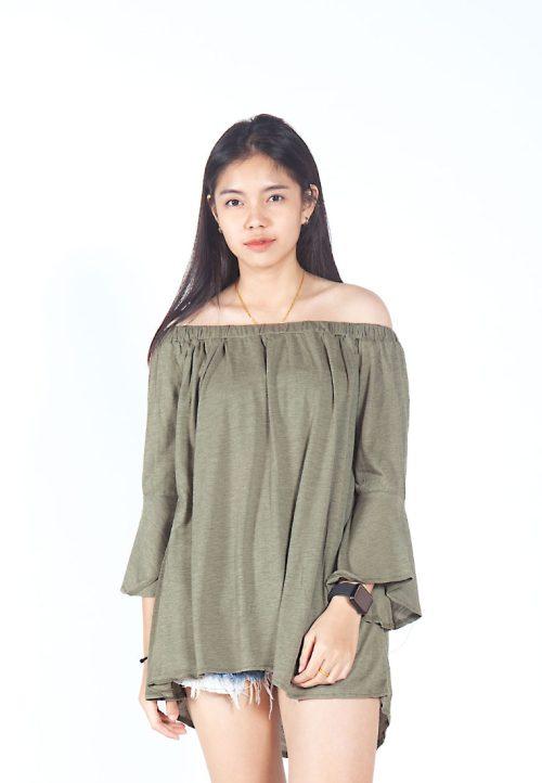 เสื้อเบลาส์ Single-Hued Off-Shoulder Flared-Sleeve (เขียวขี้ม้า)