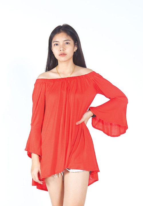 เสื้อเบลาส์ Single-Hued Off-Shoulder Flared-Sleeve (แดง)