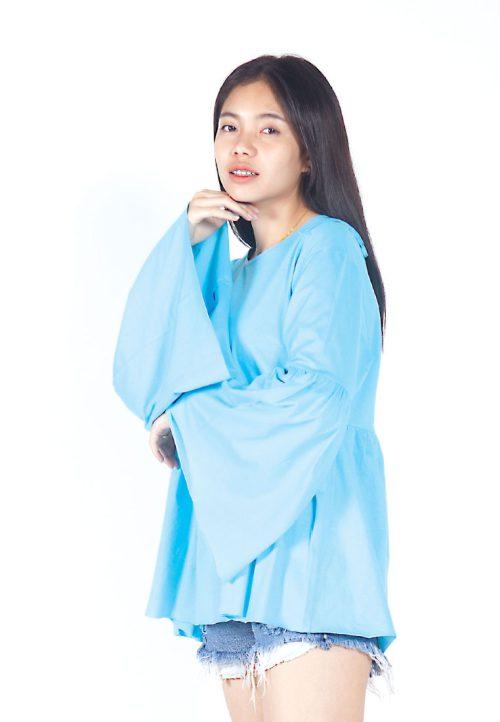 เสื้อเบลาส์ extended Long -Sleeves wide neck (ฟ้า)